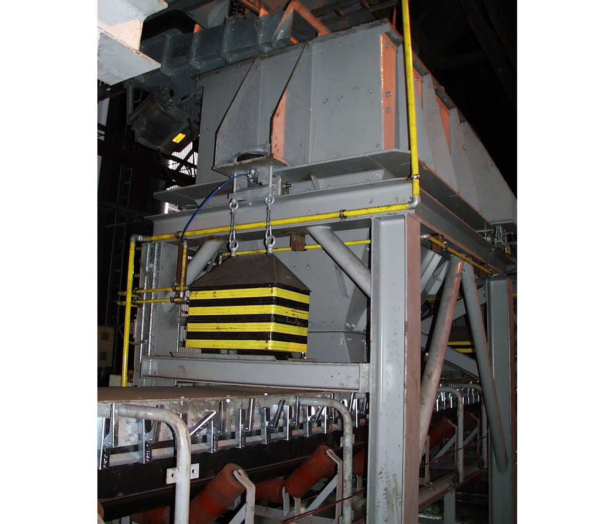 Système pneumatique d'étalonnage à distance de trémie pesée